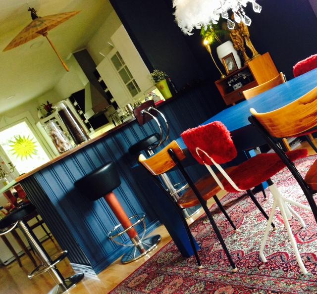 baari ja pöytä maalauksen jälkeen