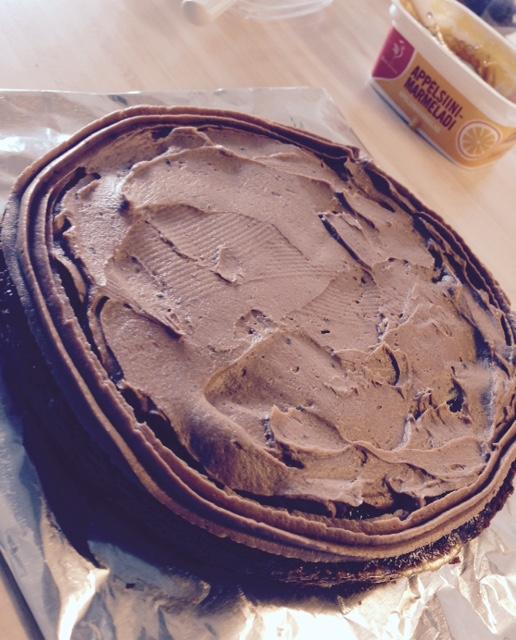 Täytä kakku