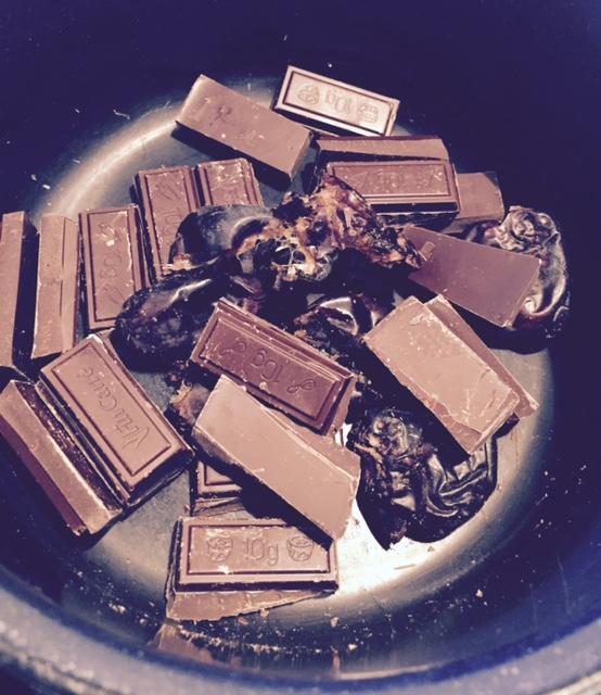 taatelit-ja-suklaa